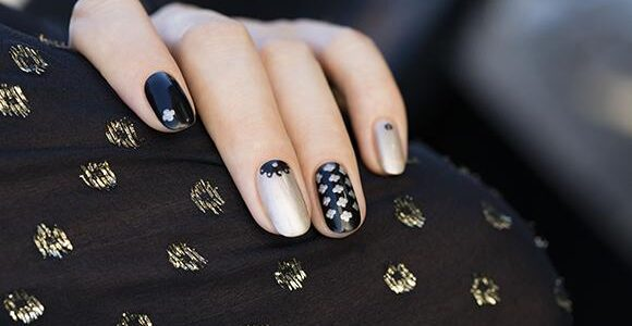 Black and silver fashionable nail art.